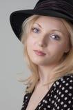 όμορφες ξανθές προκλητικές νεολαίες γυναικών στοκ εικόνα με δικαίωμα ελεύθερης χρήσης