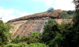 Όμορφες πέτρες λόφων του sittanavasal ναού σπηλιών σύνθετου στοκ εικόνα