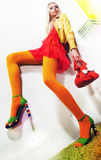 όμορφες πρότυπες προκλητικές νεολαίες κοριτσιών μόδας φλερτάροντας στοκ εικόνες