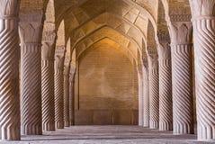 Όμορφες στήλες στο μουσουλμανικό τέμενος Vakil, Shiraz, Ιράν στοκ εικόνα