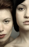 όμορφες φίλες δύο νεολαίες Στοκ Εικόνες