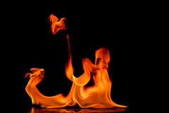 Όμορφες φλόγες πυρκαγιάς Στοκ εικόνα με δικαίωμα ελεύθερης χρήσης