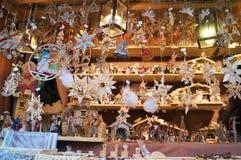 Όμορφες χειροποίητες ξύλινες διακοσμήσεις Χριστουγέννων Στοκ Φωτογραφίες