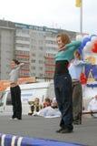 Όμορφες χορεύοντας γυναίκες υπαίθρια Tyumen Ρωσία Στοκ Εικόνα