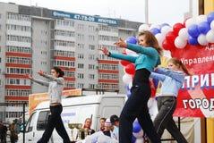 Όμορφες χορεύοντας γυναίκες υπαίθρια Tyumen Ρωσία Στοκ εικόνα με δικαίωμα ελεύθερης χρήσης