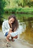 όμορφες bilding νεολαίες γυν&alp Στοκ φωτογραφία με δικαίωμα ελεύθερης χρήσης