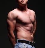 όμορφες muscleman νεολαίες Στοκ Εικόνες