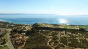 Όμορφη άποψη άνωθεν σχετικά με Malibu και τη παράλια Ειρηνικού απόθεμα βίντεο
