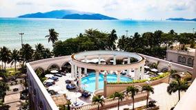 Όμορφη άποψη άνωθεν της κατοικίας θερέτρου ανατολής ξενοδοχείων σε Nha Trang Βιετνάμ Στοκ Φωτογραφία