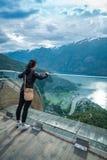 Όμορφη άποψη γεφυρών παρατήρησης της Νορβηγίας φύσης επιφυλακής Stegastein Στοκ Φωτογραφία