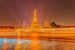 Όμορφη άποψη εικονικής παράστασης πόλης του ναού Wat Arun Rajwararam με το ligh Στοκ φωτογραφία με δικαίωμα ελεύθερης χρήσης