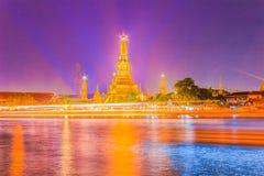 Όμορφη άποψη εικονικής παράστασης πόλης του ναού Wat Arun Rajwararam με το ligh Στοκ Εικόνα