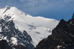 Όμορφη άποψη ενός τοπίου βουνών στα βουνά Altai Στοκ Εικόνες