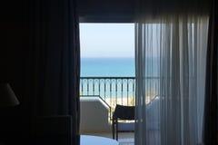 Όμορφη άποψη θάλασσας από το δωμάτιο στοκ εικόνα