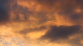 Όμορφη άποψη με τα ζωηρόχρωμα σύννεφα στο χρονικό σφάλμα ηλιοβασιλέματος απόθεμα βίντεο