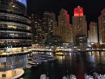 Όμορφη άποψη νύχτας σχετικά με το φοίνικα Jumeirah στοκ φωτογραφίες με δικαίωμα ελεύθερης χρήσης