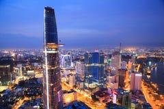Όμορφη άποψη νύχτας της εικονικής παράστασης πόλης SaiGon, Βιετνάμ του Ho Chi Minh Στοκ Εικόνα