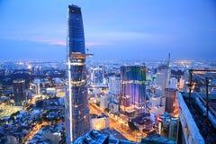 Όμορφη άποψη νύχτας της εικονικής παράστασης πόλης SaiGon, Βιετνάμ του Ho Chi Minh Στοκ Εικόνες