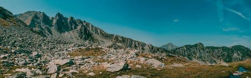 Όμορφη άποψη πανοράματος βουνών στο εθνικό πάρκο Ρουμανία Retezat Στοκ φωτογραφία με δικαίωμα ελεύθερης χρήσης