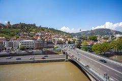 Όμορφη άποψη σχετικά με την παλαιά πόλη Tbilisi από Metekhi churche Στοκ Φωτογραφίες