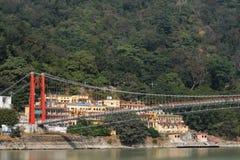 Όμορφη άποψη του αναχώματος ποταμών Ganga σε Rishikesh, Ινδία στοκ εικόνες