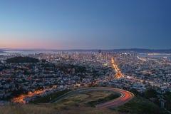 Όμορφη άποψη του ηλιοβασιλέματος στο Σαν Φρανσίσκο από τις δίδυμες αιχμές Στοκ φωτογραφία με δικαίωμα ελεύθερης χρήσης