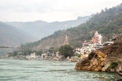 Όμορφη άποψη του ποταμού Rishikesh και Ganga, Uttarakhand, Ινδία στοκ φωτογραφία