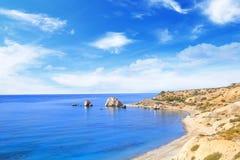 Όμορφη άποψη του τόπου γεννήσεως Aphrodite στη Κύπρο Petra TU Romiou, Stone Aphrodite Στοκ εικόνα με δικαίωμα ελεύθερης χρήσης