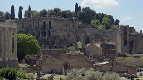 Όμορφη άποψη των αρχαίων καταστροφών στο ρωμαϊκό φόρουμ, ταξίδι στην Ιταλία, σε αργή κίνηση απόθεμα βίντεο
