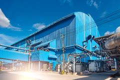 Όμορφη άποψη των εγκαταστάσεων παραγωγής ενέργειας στο εργοστάσιο μύλων ζάχαρης Ζάχαρη βιομηχανική στην Ταϊλάνδη στοκ φωτογραφίες