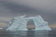 Όμορφη άποψη των παγόβουνων στην Ανταρκτική Στοκ εικόνες με δικαίωμα ελεύθερης χρήσης
