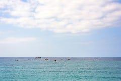Όμορφη άποψη φωτός της ημέρας στην μπλε θάλασσα και τον ουρανό Στοκ φωτογραφίες με δικαίωμα ελεύθερης χρήσης