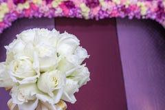 Όμορφη άσπρη ανθοδέσμη γαμήλιων λουλουδιών Στοκ εικόνα με δικαίωμα ελεύθερης χρήσης