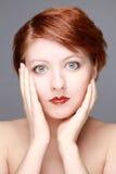 όμορφη έξυπνη γυναίκα πορτρέτου πρωινού κινηματογραφήσεων σε πρώτο πλάνο στοκ φωτογραφία με δικαίωμα ελεύθερης χρήσης