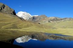 Όμορφη λίμνη βουνών στις Άνδεις, οροσειρά πραγματική, Βολιβία Στοκ Εικόνα