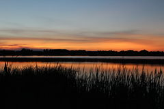 όμορφη λίμνη πέρα από το ηλιο&be Στοκ φωτογραφία με δικαίωμα ελεύθερης χρήσης