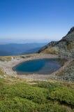 Όμορφη λίμνη στα βουνά, Ρουμανία στοκ εικόνες
