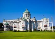Όμορφη αίθουσα θρόνων Anantasamakhom, παλάτι Dusit, Μπανγκόκ, Ταϊλάνδη: χτισμένος από τα ιταλικά άσπρα μάρμαρα στα ιταλικά ύφος α Στοκ Φωτογραφία
