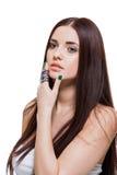 Όμορφη αισθησιακή νέα γυναίκα με τους γυμνούς ώμους στοκ εικόνες