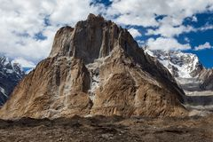 Όμορφη αιχμή καθεδρικών ναών από την περιοχή στρατόπεδων Urdukas στον τρόπο K2 Στοκ Εικόνες