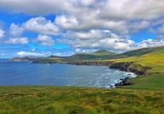 Όμορφη ακτή μεταξύ του κεφαλιού Slea και του κεφαλιού Dunmore, Ιρλανδία στοκ φωτογραφίες με δικαίωμα ελεύθερης χρήσης