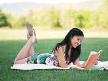 όμορφη ανάγνωση πάρκων κορι& Στοκ φωτογραφίες με δικαίωμα ελεύθερης χρήσης