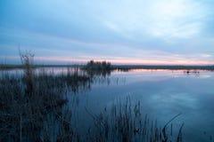 όμορφη ανατολή λιμνών Στοκ Φωτογραφίες