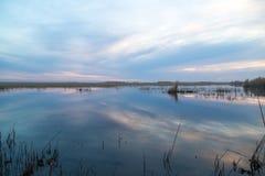 όμορφη ανατολή λιμνών Στοκ εικόνες με δικαίωμα ελεύθερης χρήσης