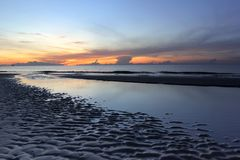 Όμορφη ανατολή πέρα από την παραλία θάλασσας Στοκ φωτογραφία με δικαίωμα ελεύθερης χρήσης