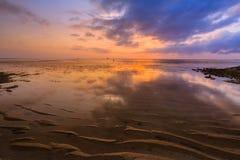 Όμορφη ανατολή σε μια παραλία στο Μπαλί Ινδονησία Στοκ φωτογραφία με δικαίωμα ελεύθερης χρήσης