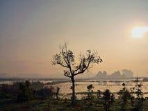 Όμορφη ανατολή σε μια πλευρά χωρών του Μιανμάρ στοκ εικόνες