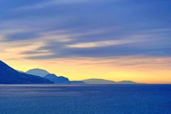 Όμορφη ανατολή στην παραλία στο Μαυροβούνιο στοκ εικόνες
