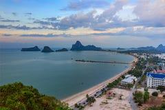 Όμορφη ανατολή θάλασσας και ουρανού στο AO Prachuab Prachuap Khiri Khan Ταϊλάνδη Στοκ εικόνα με δικαίωμα ελεύθερης χρήσης
