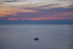 Όμορφη ανατολή θάλασσας και ουρανού στο AO Prachuab Prachuap Khiri Khan Ταϊλάνδη Στοκ Εικόνα